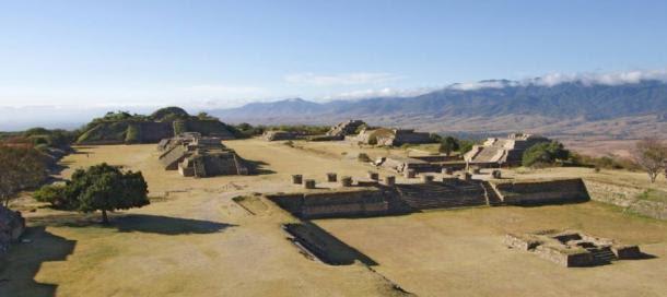 El centro olmeca / zapoteca, Monte Alban, cerca de la ciudad de Oaxaca, México