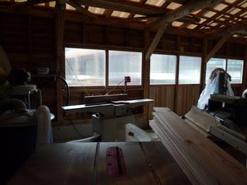 冷え冷えの木工小屋。