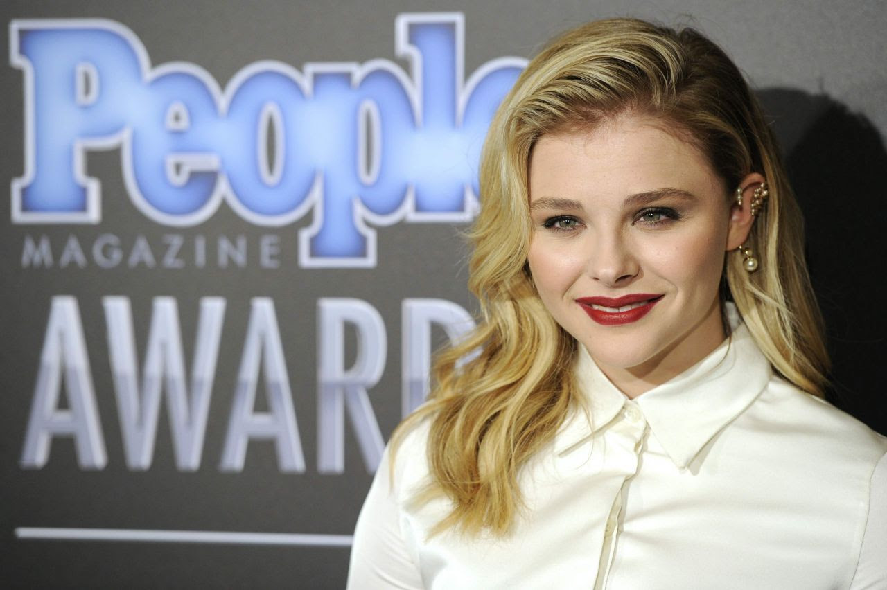 http://celebmafia.com/wp-content/uploads/2014/12/chloe-moretz-2014-people-magazine-awards-in-beverly-hills_9.jpg