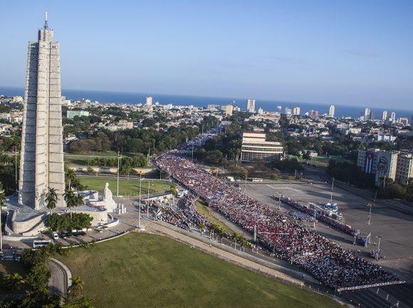Desfile por el Primero de Mayo. Foto: L Eduardo Domínguez/ Cubadebate.