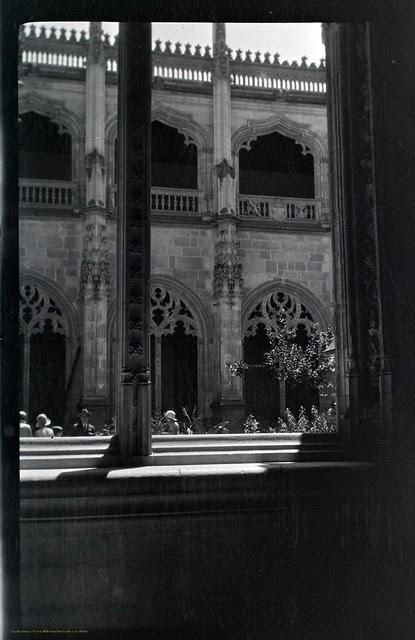 Claustro de San Juan de los Reyes en 1927. Fotografía de Joaquín Turina © Fundación Juan March
