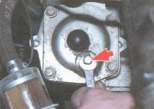 статья про Проверка уровня масла в рулевом механизме на автомобиле ВАЗ 2106