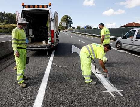 La autovía do Salnés presenta cortes parciales por el pintado de señales