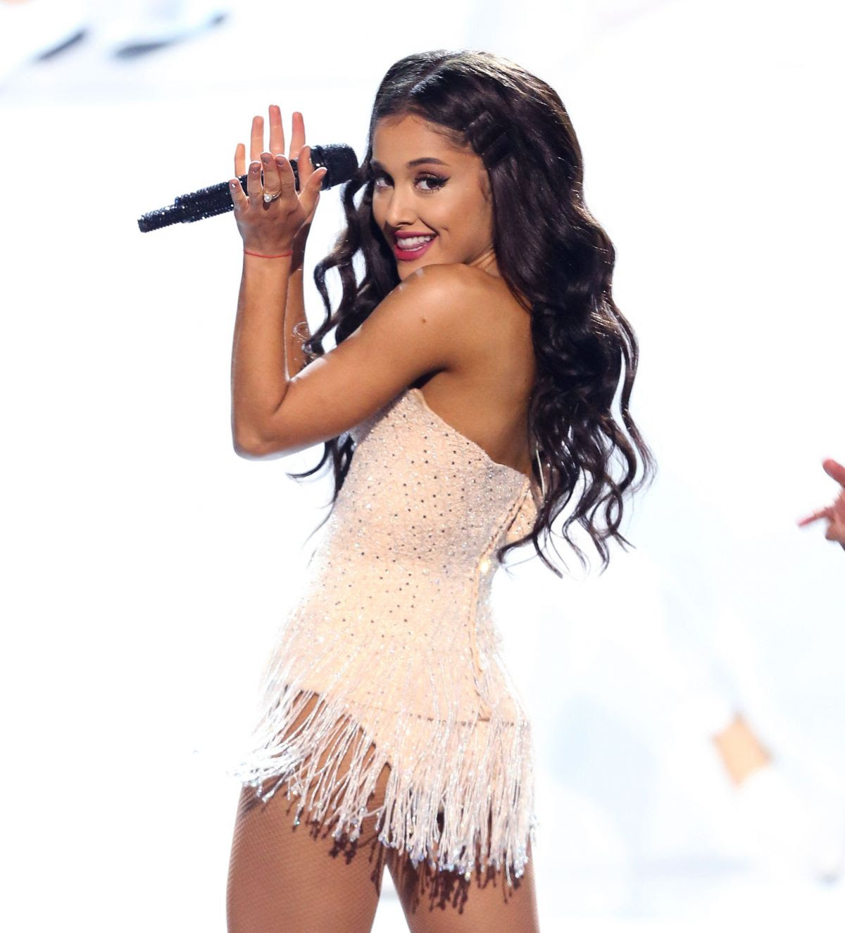 ARIANA GRANDE Performs at American Music Awards 2015 11/22/2015