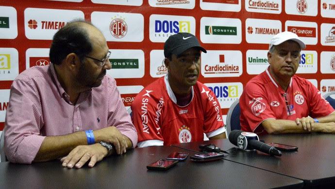 Volante Val, ex-Flamengo, é apresentado no América-RN (Foto: Marcelo Montenegro/Futebol Potiguar)