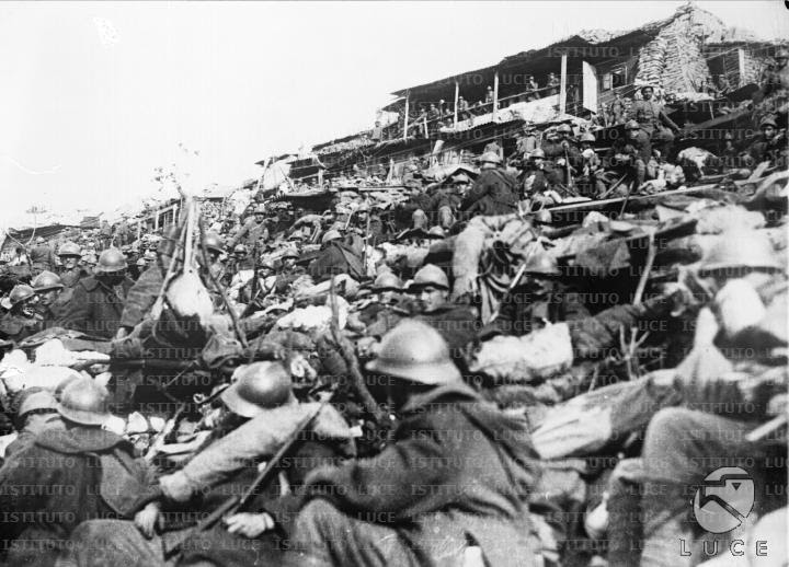 French troops gather for attack, the Nivelle Offensive, April 1917.