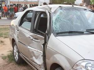 Carro invadiu preferencial e foi atingido pela moto, conforme a PM (Foto: Arquivo pessoal/Carlos Moura)