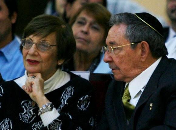 Raúl junto a Adela Dworin, Presidenta de la Comunidad Hebrea de Cuba  Foto: Ismael Francisco