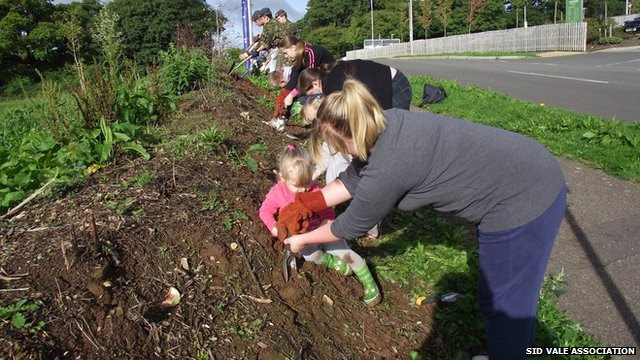 Volunteers planting bulbs in Sidmouth