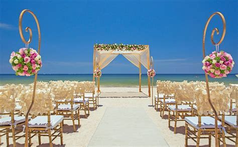 Beach destination wedding in Cancun, Mexico by Royalton