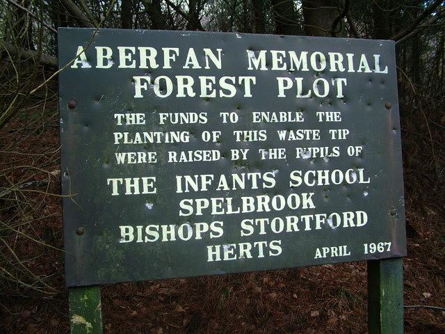 File:Spelbrook memorial sign - geograph.org.uk - 320968.jpg