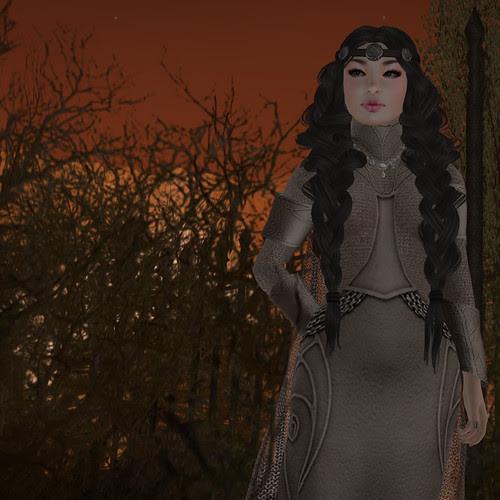Queen Eleanor Medium
