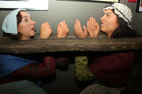 Museum of Medieval Torture Instruments: Gossip girl