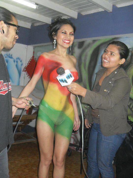 Semidesnudo y cuerpo pintado de Romy Villanueva (Foto 2)