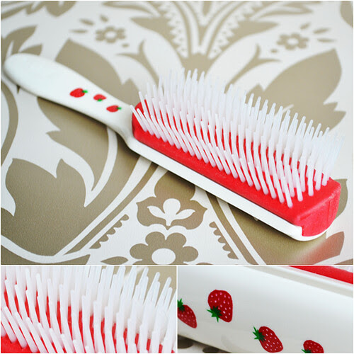 Denman Strawberry Scented hairbrush