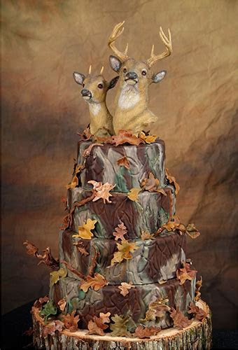 10 Awesome Hunting Wedding Cakes