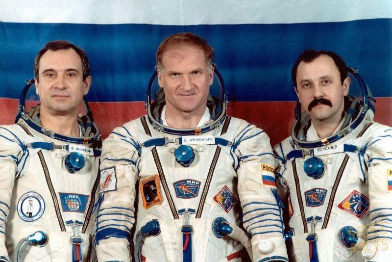 Jan08-1994-Soyuz-TM-18-800px