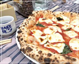 焼きたてピッツァも食べられましたよ。日本酒とピッツァ。案外合う合う。