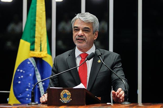 Plenário do Senado durante sessão deliberativa extraordinária que decidirá pela aprovação ou rejeição do relatório favorável à admissibilidade do processo de impeachment da presidente Dilma Rousseff. Em discurso, senador Humberto Costa (PT-PE).