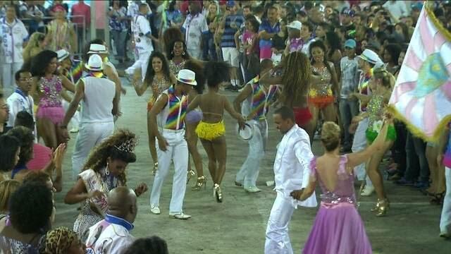 http://g1.globo.com/jornal-da-globo/noticia/2014/10/escolas-tem-disputa-acirrada-na-escolha-do-samba-enredo-em-sp.html