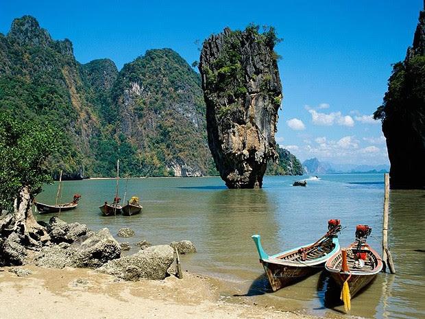 A Khao Phing Kan Rock, na Tailândia, nem é tão alta: tem apenas 20 metros de altura. No entanto, seu formato impressiona (Foto: Divulgação)