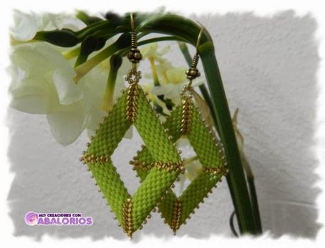 Peyote Diamond Earrings. Full tute but translate.  #Seed #Bead #Tutorials
