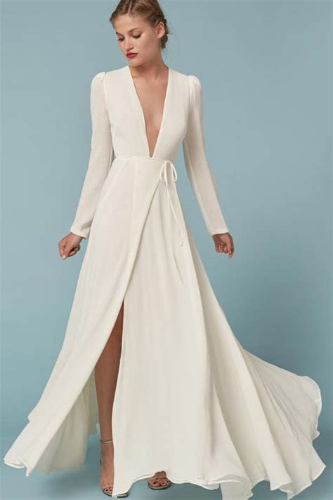 Winter Wedding Dresses So Pretty You?ll Forget About the