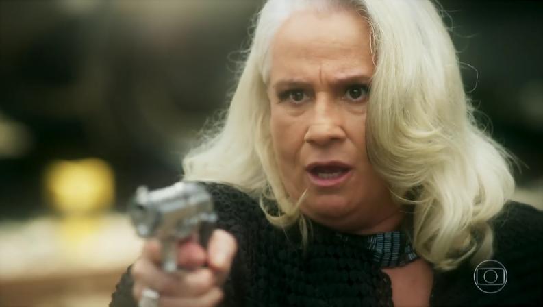 """Magnólia (Vera Holtz) em cena do último capítulo de """"A Lei do Amor"""" (Foto: Reprodução/Globo)"""
