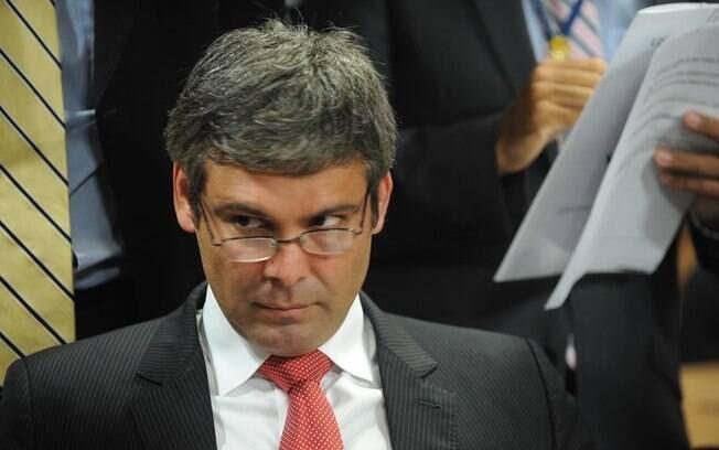 Lindbergh Farias é acusado de ter nomeado parentes de ex-vereador em troca de favorecimento na Câmara de Nova Iguaçu