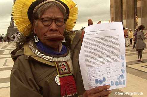 Raoni y los representantes de los pueblos indígenas del Xingu (Brasil) piden apoyo internacional contra el proyecto de presa hidroeléctrica de Belo Monte