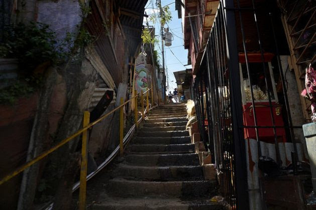 A young couple walk down a steep stairway in La Carpio, a poor neighbourhood on the outskirts of San José, Costa Rica. About half of the young people living in communities like this one in Central America say they would migrate if they could. Credit: Josué Sequeira/IPS