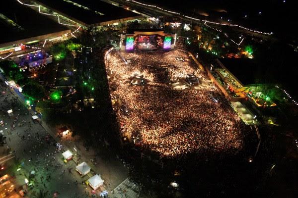 http://s.glbimg.com/jo/g1/f/600x0/2011/10/14/foto_aerea_festival_de_verao.jpg