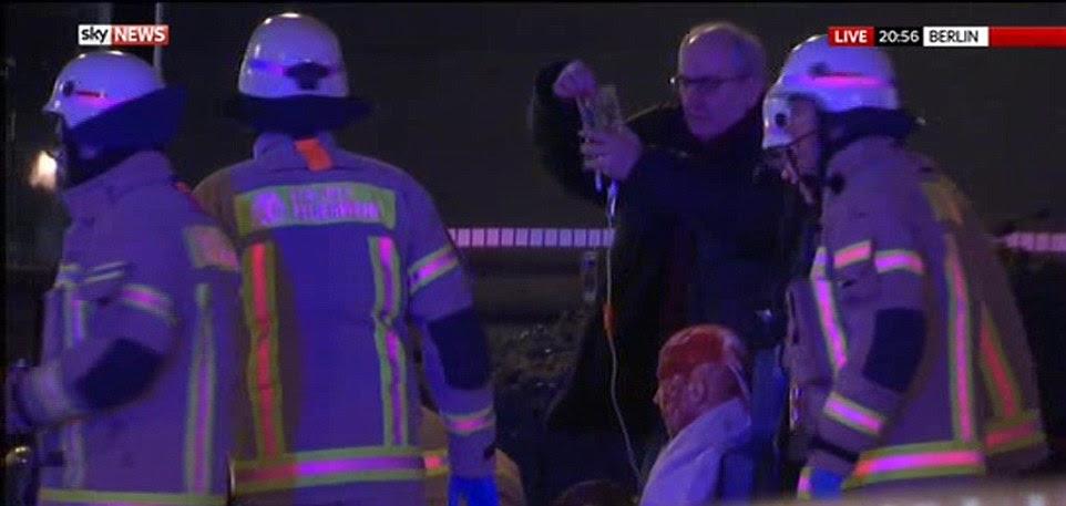 A polícia disse que os primeiros indícios da investigação sugeriu que o acidente de caminhão era um ataque terrorista