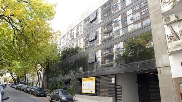 El nuevo edificio, en la calle Finochietto 435, en Barracas, muy cerca del Parque Lezama. (Gerardo Dell'Oro)