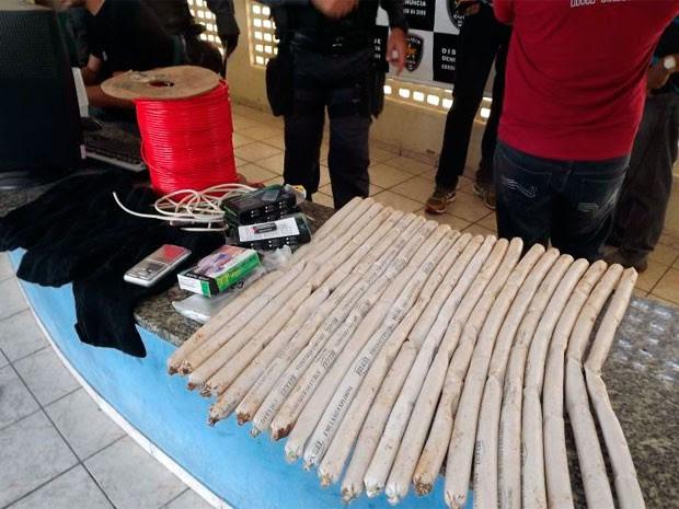 Segundo a polícia, bananas de dinamite apreendidas seriam usada para explodir agência bancária no interior do Rio Grande do Norte (Foto: Marcelino Neto)