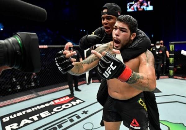 Baiano de Feira de Santana, lutador Carlos Boi vence luta no UFC