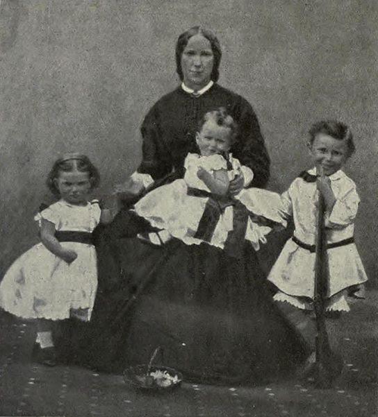 File:Kitchener & family.jpg