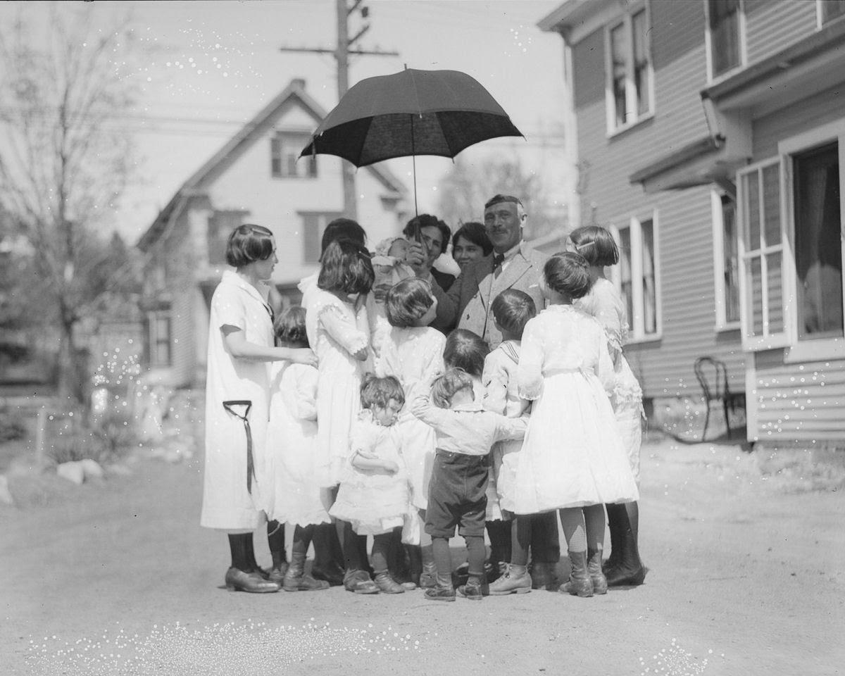 Como uma família com 13 filhos era empilhada em um carro em 1925 11