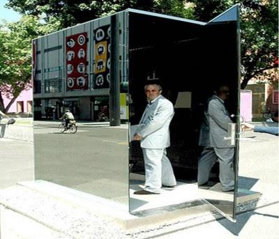 Toilet Transparan