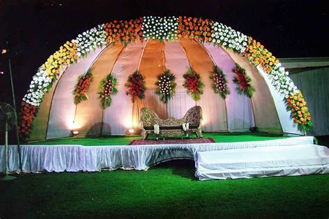 Flower Decorations: Wedding Stage