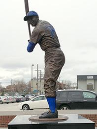 Ernie Banks: Chicago Cubs Statue