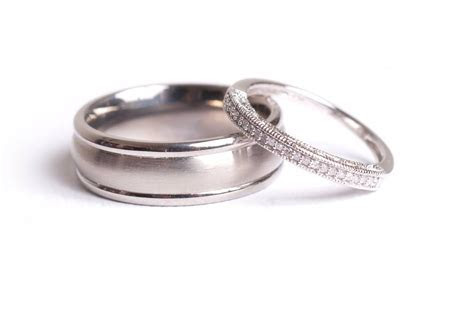 Simple Vintage Wedding Rings for Couples on a Budget   The