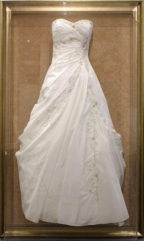 Bespoke Wedding Dress Frame   Russell Collins Art