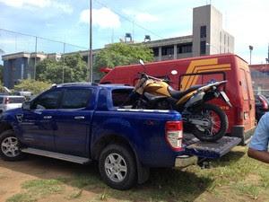 Carros de luxo foram apreendidos durante operação na Bahia (Foto: Alan Tiago Alves/G1)