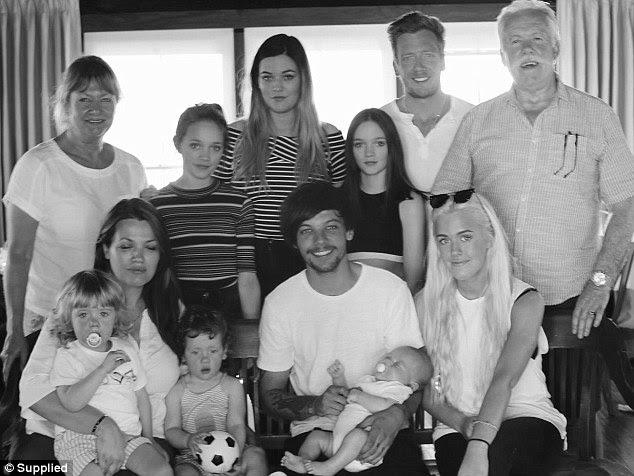 Família: Assim como Louis ela deixa para trás outros seis filhos, Lottie, 18, Felicite, 16, gémeos Daisy e Phoebe, ambos 12, e os gêmeos Ernest e Doris, ambos dois idade, que ela deu à luz prematuramente em 2014. Ela foi também avó de dez meses de idade, filho Louis 'Freddie