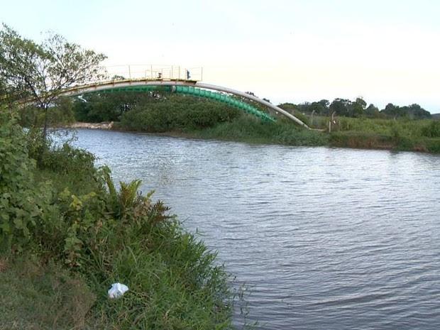 Jovem morreu afogado no Rio Jucu (Foto: Reprodução/ TV Gazeta)