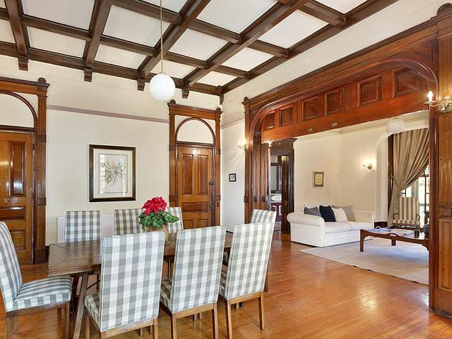 Dividing the living and dining rooms is an extraordinary three-metre wide vertically sliding door panelled in New Guinea cedar and blackwood.