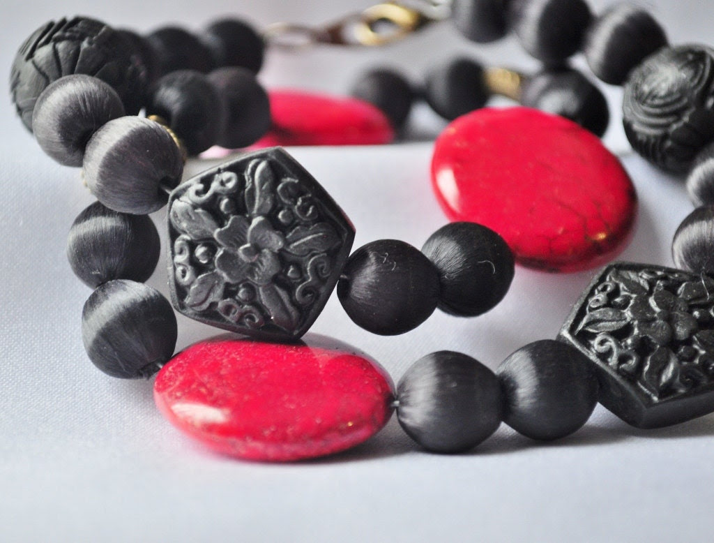 Asian black and red jasper beaded necklace