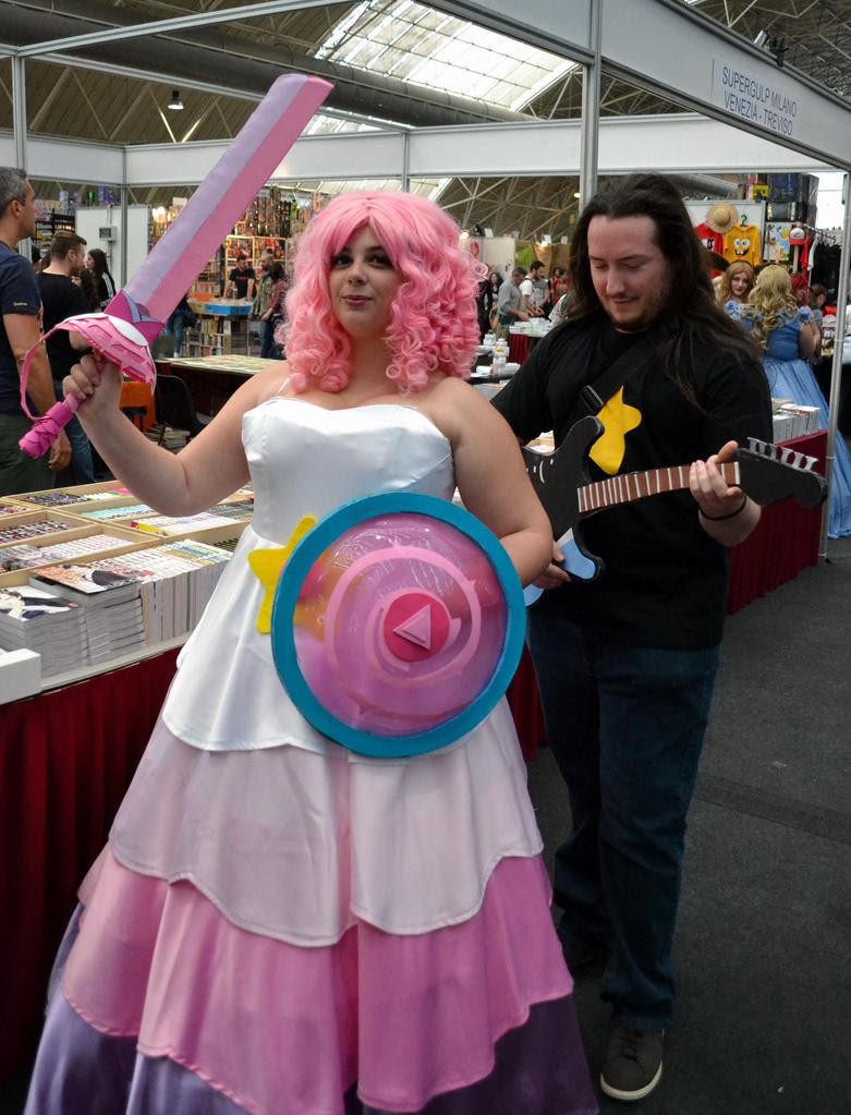 And now I finally can post the cosplay photos of the new comiccon I went to. Be warned, everybody (people who were photographed by me included): I'm getting more and more picky in my photos, so jus...