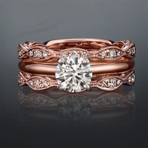 This rose gold wedding set is the perfect combo, don't you